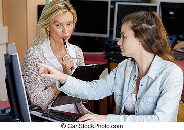 samiczy nauczyciel, student
