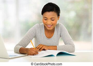 samiczy student, afrykanin, badając, kolegium