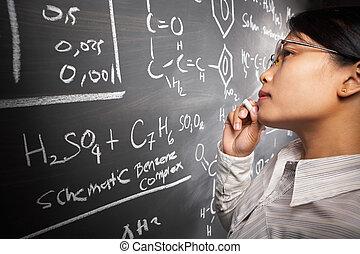 samiczy student, pracujący dalejże, wyrównywanie