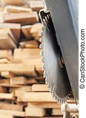 sammansatt, mitra såg, klippande, plankor, trä, bakgrund