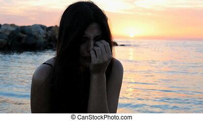 samotny, kobieta, plaża, płacz, smutny