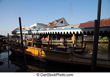 SAMUT SONGKHRAM, THAILAND - November 3: Ampahwa floating ...