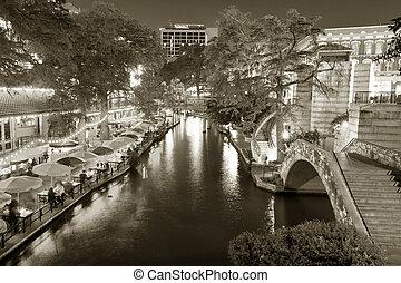 Restaurants and cafes along the Riverwalk in San Antonio, Texas