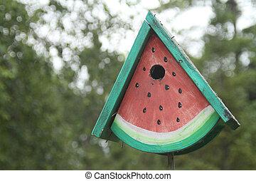 sandía, como, birdhouse, formado