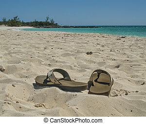 sandalen, op het strand