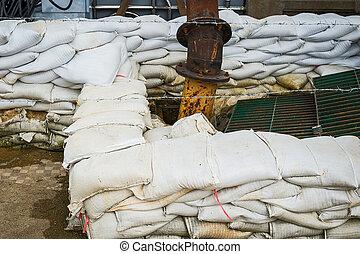 Sandbag and water sucker. - Sandbag and water sucker to...