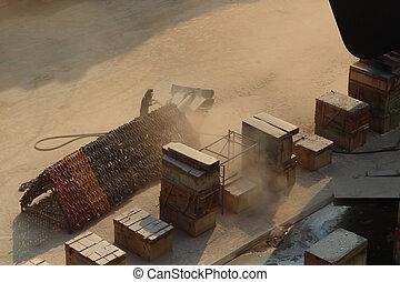 Sandblasting  inject Chain  in dry dock