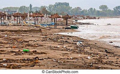 sandstrand, dreckige , regen, verschmutzt