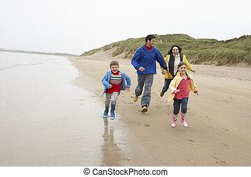 sandstrand, familie, glücklich