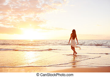 sandstrand, frau, sonnenuntergang, sorgenfrei, glücklich