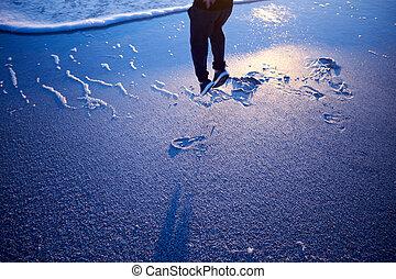 sandstrand, freude, springende , sonnenuntergang, mann