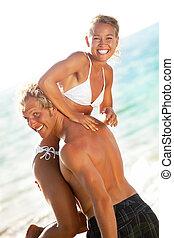 sandstrand, frohes ehepaar, junger