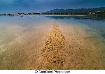 sandstrand, lagune, griechenland