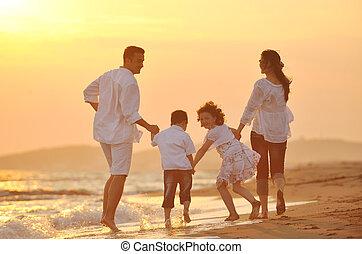 sandstrand, sonnenuntergang, familie, glücklich, spaß, haben, junger