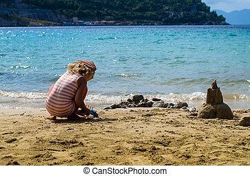 sandstrand, spielende , kind