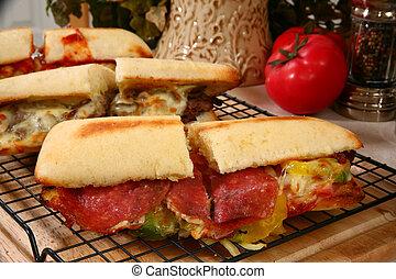 sandwich charcuterie, pepperoni