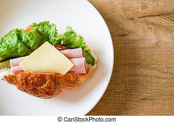 sandwich croissant ham cheese
