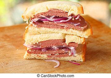 Sandwich with braunschweiger