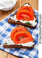 Sandwich with cream cheese and tomato