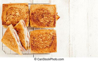 Sandwich with mozzarella and prosciutto