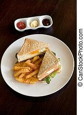 sandwish and fries