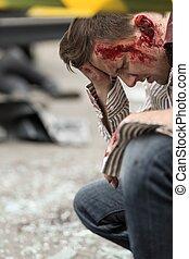 sangrento, após, acidente, estrada, homem