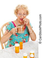 sano, mujer mayor, toma, medicación