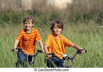 sano, niños, juego, bicicletas