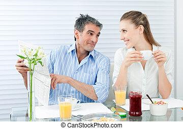 sano, pareja, teniendo, desayuno