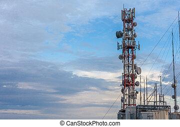 sans fil, cellule, réseau, infrastructure., atteindre, communication, sommet, steel., émission, site, micro ondes, air, élevé, sky., galvanisé, antenne, dominer, monté, récepteur, bâtiment.