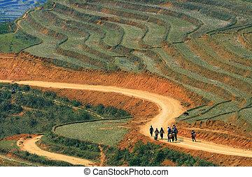 Sapa hiking - Traveller and hmong villager walk at Curve...