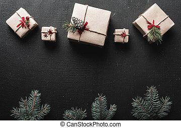 sapin, présente, ficelle, brindilles, ou, traditionnel, papier, arrière-plan noir, année, emballé, nouveau, décoré, noël, noël