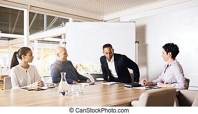 s'asseoir, autre, membres, homme affaires, salle réunion, table, occupé