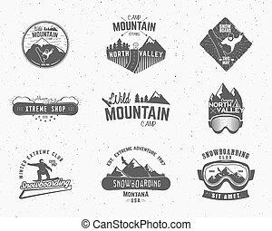 satz, etiketten, snowboard, draußen, design, hochklettern, logo, wildnis, berg, camping, weinlese, reise, hüfthose, wald, gezeichnet, insignia., badge., forscher, symbol, hand, abenteuer, ikone, lager, vektor