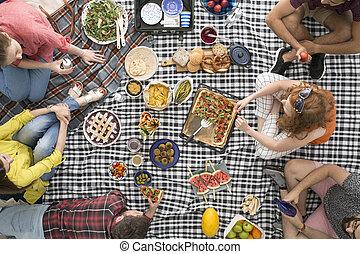 saudável, amigos, comendo alimento, vegan