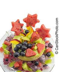 saudável, atraente, salada fruta, servido, em, um, fresco, melão, ligado, um, prato copo, isolado