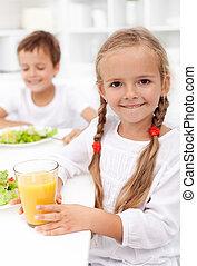 saudável, crianças comendo, feliz