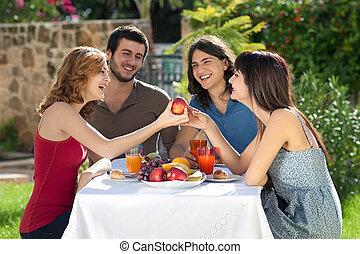 saudável, desfrutando, amigos, refeição, feliz