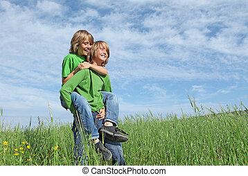 saudável, feliz, crianças, tocando, ao ar livre