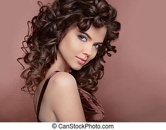 saudável, hair., bonito, jovem, mulher sorridente, com, longo, cacheados, hairs., morena, com, profissional, makeup.