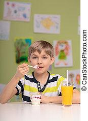 saudável, menino, tendo, dieta
