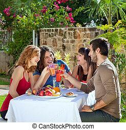 saudável, pares, desfrutando, ao ar livre, almoço