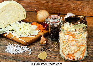 sauerkraut, cenoura, sal, água, açúcar, alho, sementes...