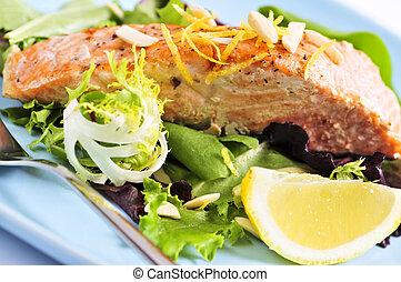 saumon grillé, salade