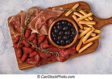sausage, oliven, prosciutto, breadsticks.