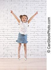 saut, petite fille