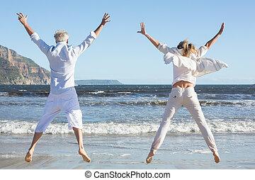 sauter, couple, ensemble, plage