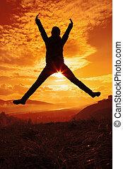 sauter, femme, coucher soleil, heureux, jeune