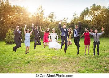 sauter, parc, nouveaux mariés, invité