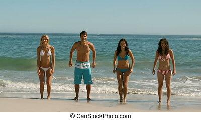 sauter, plage, heureux, amis